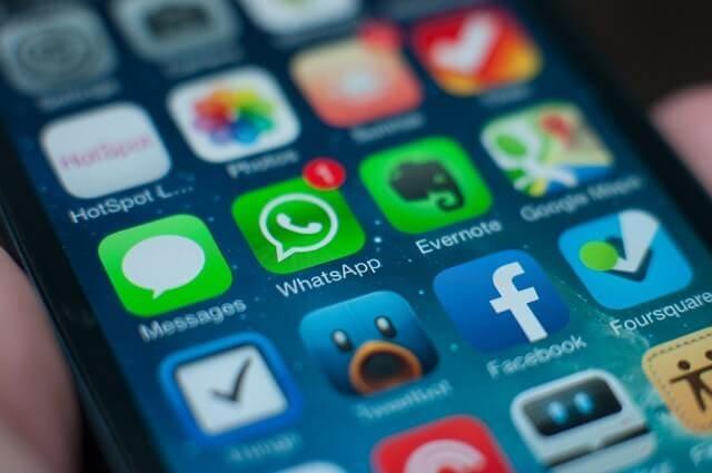 WhatsApp تتيح الآن التحكم في من يمكنه إضافتك إلى المجموعات