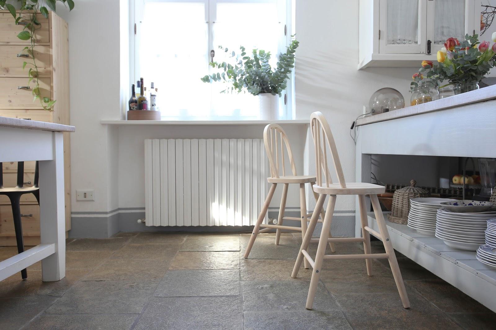 Sverniciare gli sgabelli di cucina shabby chic interiors