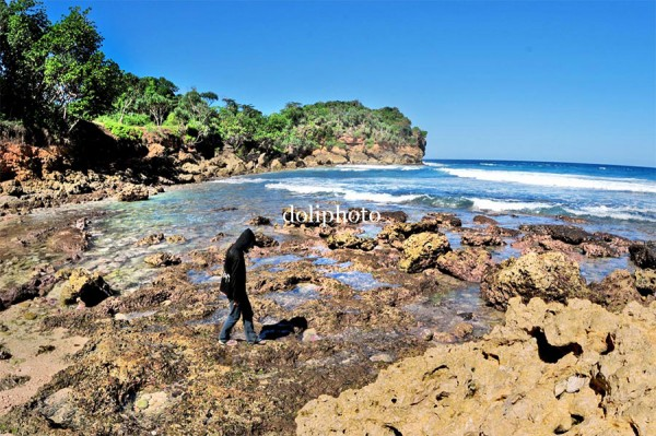 Pantai Modangan via doliphoto.wordpress.com