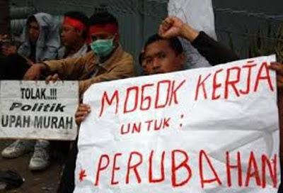 Tanpa Sebab Pekerja Di PHK, Puluhan Teman Pekerja PT Cladtex Moker Melakukan Gelar Aksi Solidaritas