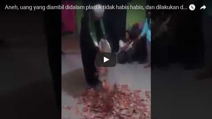 VIDEO - Lagi-lagi Bikin Heboh di Sosmed!!! Uang Pecahan 100 Ribu Dikeluarkan Dari Kresek Tapi Tak Habis-Habis, Mirip Dimas Kanjeng