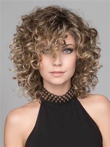 Os cabelos cacheados são lindos e ficam ótimos com vários cortes diferentes. Talvez você não tenha experimentado algo novo nos seus cachos, mas saiba que você pode tudo garota! Ter cabelos cacheados te faz linda e super especial. Pois os cortes de cabelos são muitos e você pode deixar do jeito que você quiser. É um charme cabelos cacheados curtos e longos, mas existem diferentes cortes de cabelos para deixar eles mais soltos, mais comportados, repicados, retos, e por ai vai... são muitas as possibilidades de cortes e você pode escolher o que você mais se identificar. Por isso separamos 10 ideias para te ajudar a escolher. #cabelo #hair #cabelos #beleza #cachos #cortedecabelo #cortedecabelofeminino #haircut #curlyhair #woman #girls #beauty #pinterst #fashion #moda #feminina