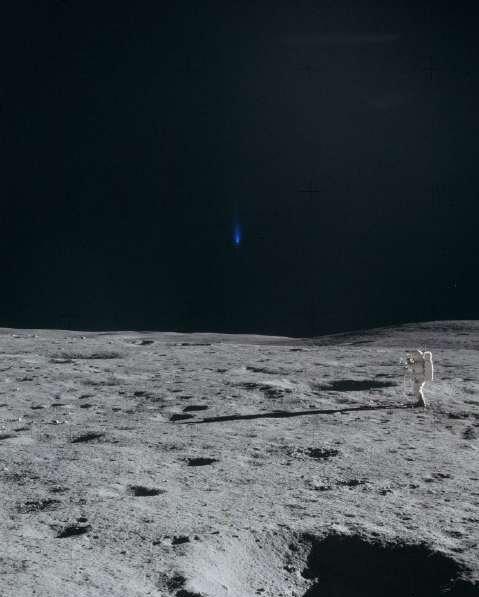 Apollo 12 astronauts seen UFO on the moon - NASA Archive
