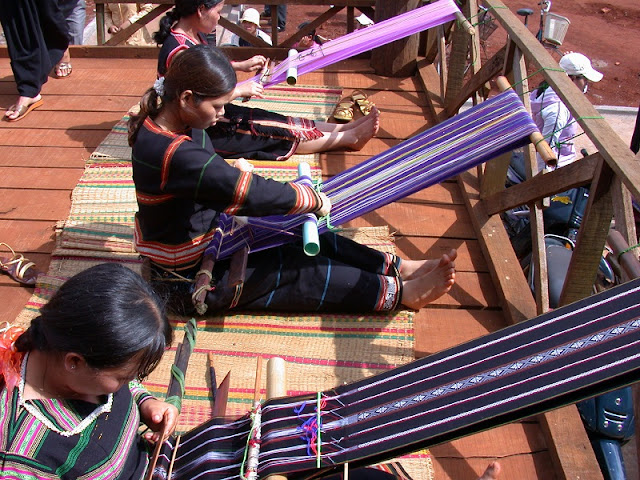 Ta Oi people's brocade weaving craft recognised as national cultural heritage 1