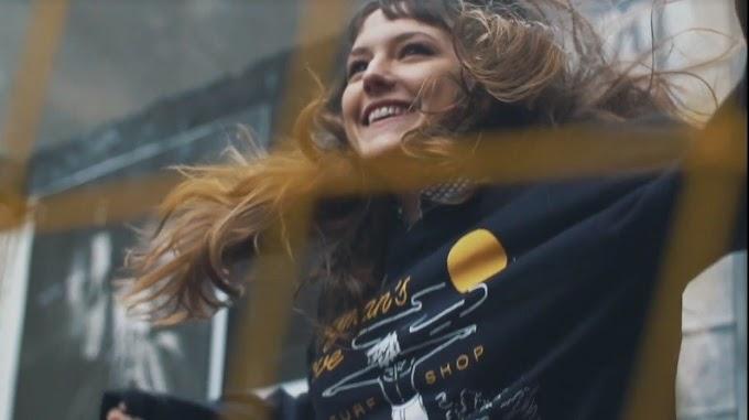 """Mallu Magalhães reflete o que é felicidade em clipe de """"Vai e Vem"""""""