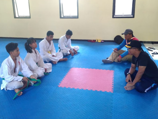 Hartanto Berikan Pembekalan ke Kontingen Karate Lemkari Lanal Saumlaki