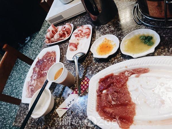 【捷運美食】新莊迴龍捷運站旁的泰式燒烤火鍋,299吃到飽CP值爆表到外太空了!