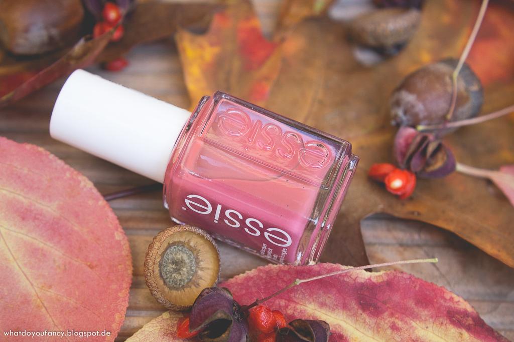 Essie 'In Stitches'