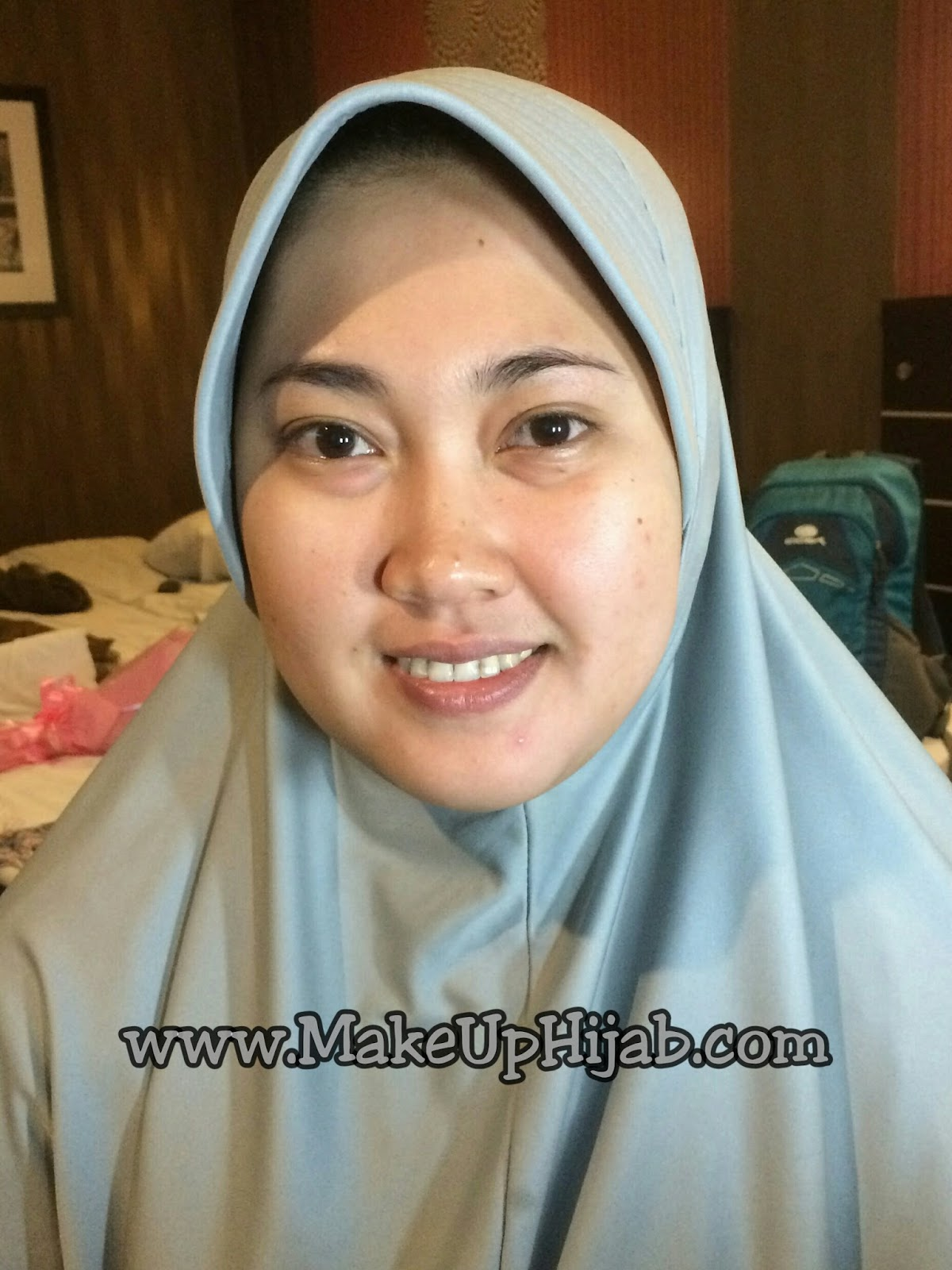 Tidak ada masalah yang berarti saat makeup mba Mel Hanya ada sedikit koreksi dibagian ujung mata yg naik dan kantong mata yang sedikit menghitam