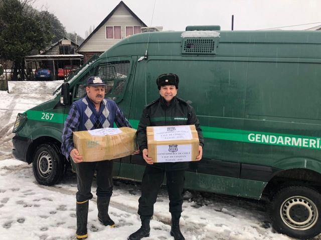 700 kilos de alimentos dona Gendarmería de Los Lagos a campamentos y hogares