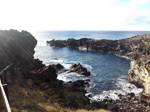 Camino a Ana Kai tangata, Isla de Pascua
