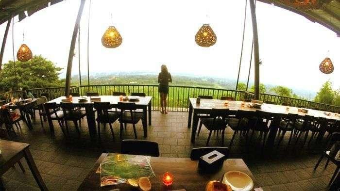 Lokasi%2Bdan%2BHarga%2BTiket%2BMasuk%2BWisata%2BBukit%2BGronggong%2BPaling%2BRomantis - 5 Destinasi Wisata Alam di Cirebon yang Wajib Kamu Kunjungi