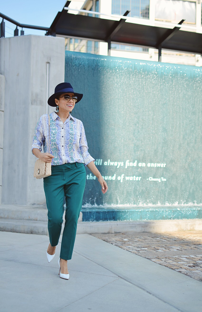 Outfit with teal pants