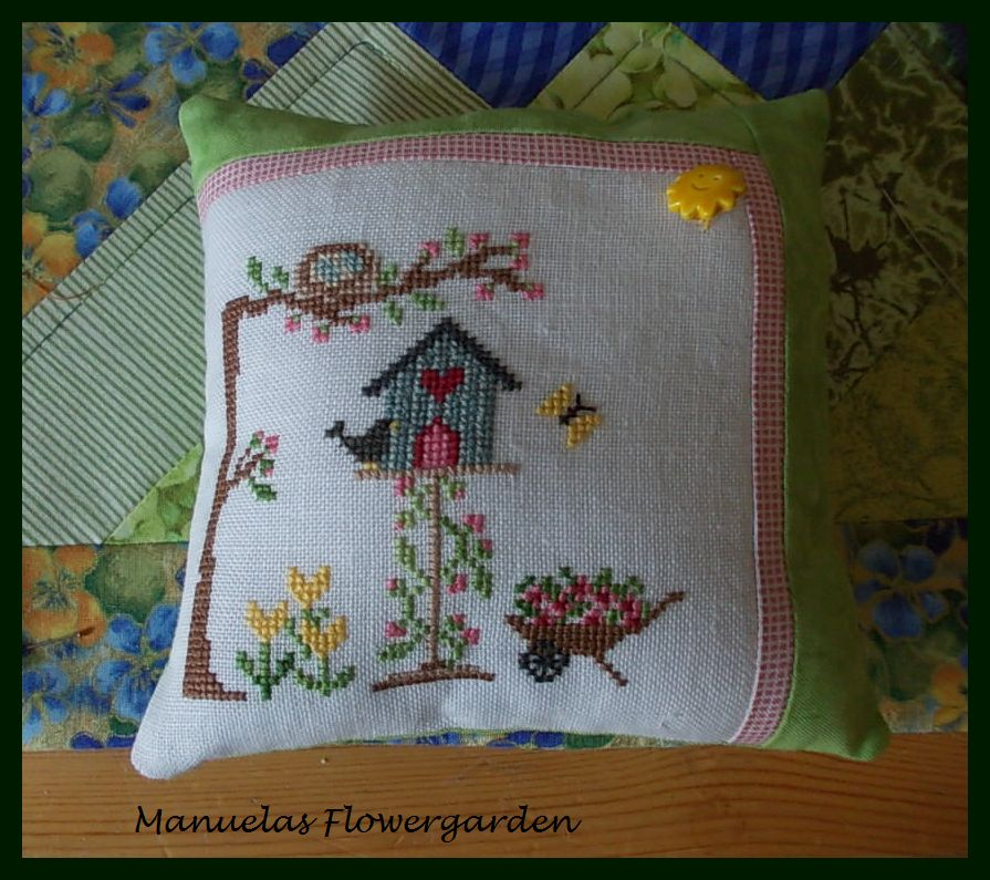 manuelas flowergarden viele kleine deko kissen. Black Bedroom Furniture Sets. Home Design Ideas