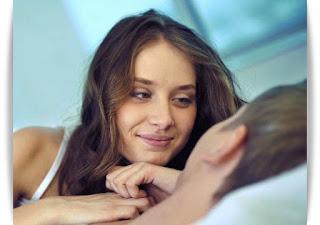 5 Ciri Wanita Ingin Bercinta Dengan Pria