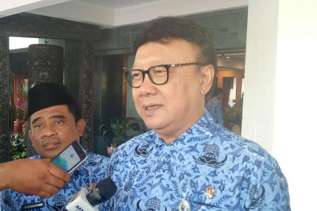 Nah Lho, Merasa Difitnah, Menteri Tjahjo Surati Wanita Ahokers Yang Orasi Tentang Jokowi Pasca Vonis Ahok