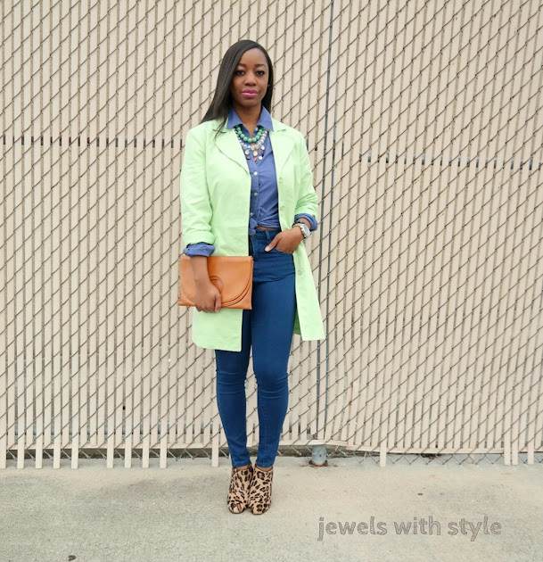 how to wear pastel colors, styling pastel colors, pastel trench coat, how to wear spring colors, trench coat outfit ideas, spring outfit ideas, how to wear bright colors, green trench coat, how to wear mint green, jewels with style, how to wear leopard print, leopard print boots, leopard print shoes, how to mix bright colors in your wardrobe