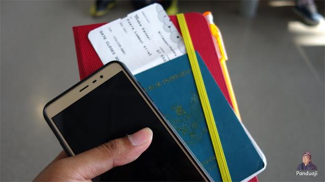 Paspor dan Tiket Pesawat