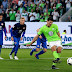 Mario Gomez marca e Wolfsburg sai na frente do Braunschweig na repescagem