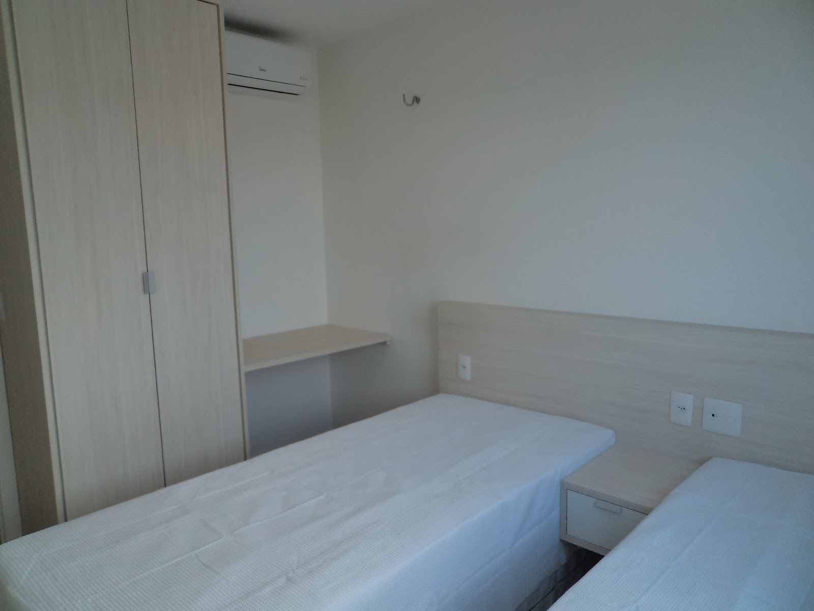 Aluguel por temporada em Fortaleza: APARTAMENTO NA PRAIA DO FUTURO  #4D677E 1600x1200 Banheiro Container Fortaleza
