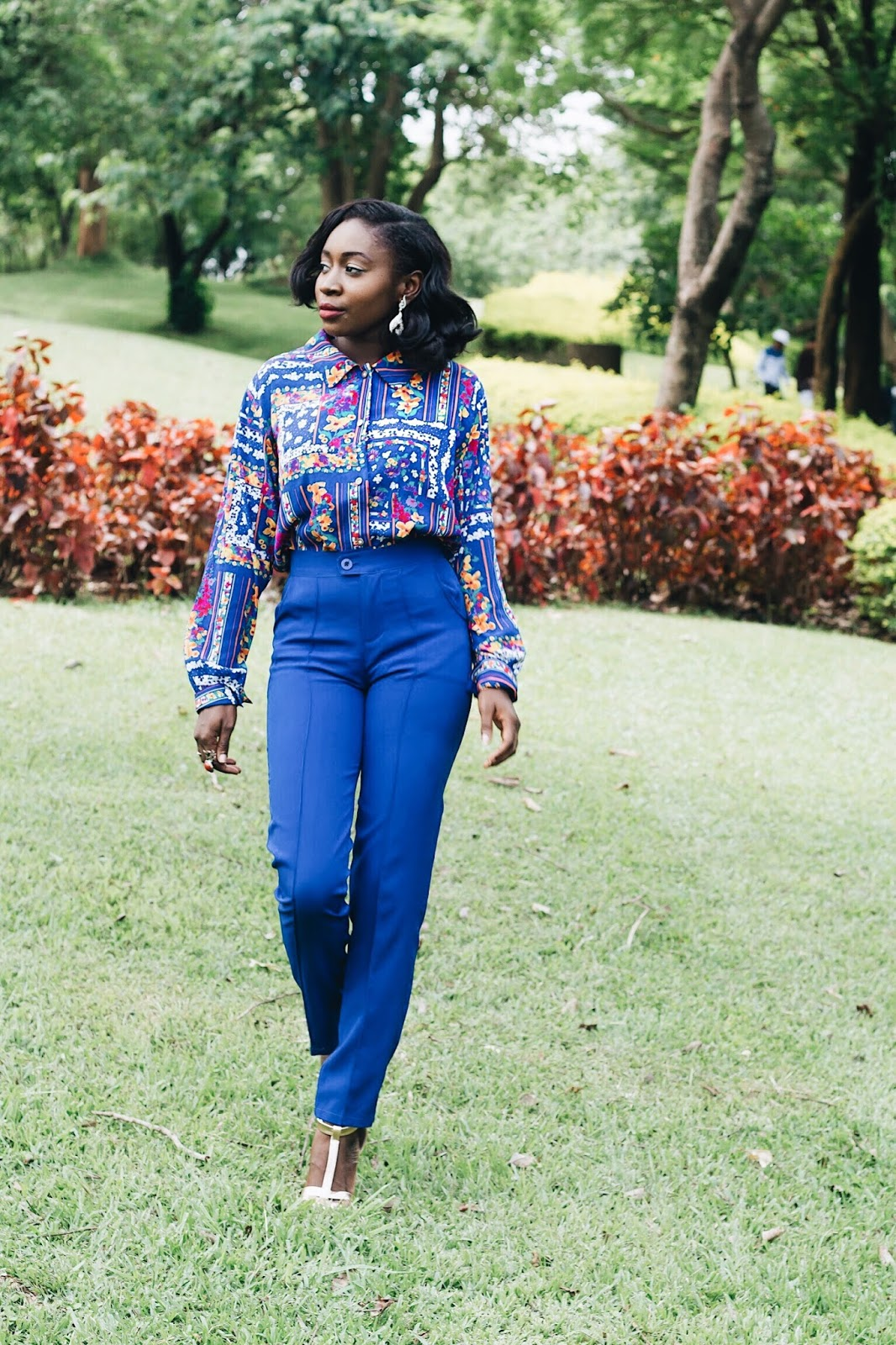 Work Chic looks, Chic office looks for women, styling a vintage shirt for the office