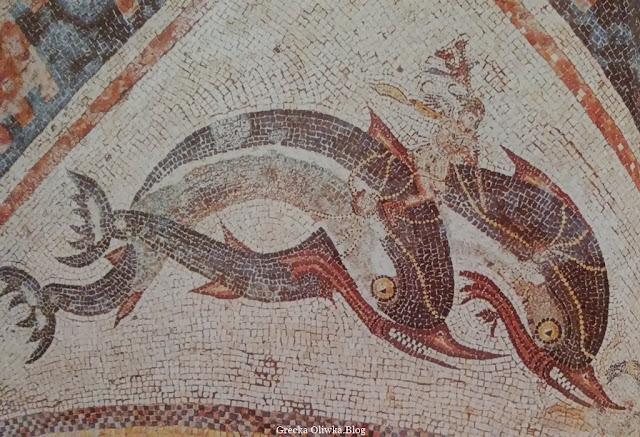 Eros na grzbiecie pary Delfinów motywem mozaiki w Domu Delfinów Delos Grecja