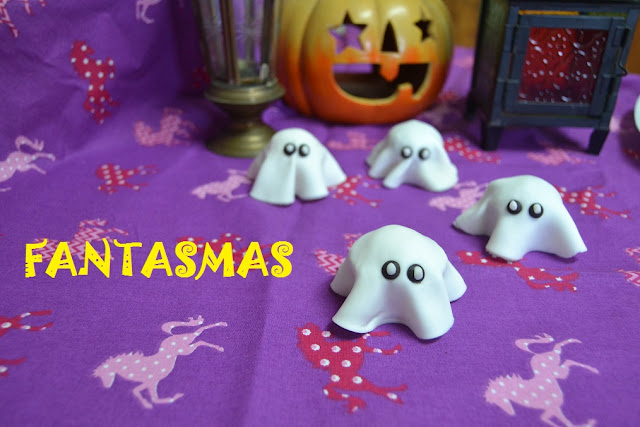 PEQUEÑOS FANTASMAS express para Halloween