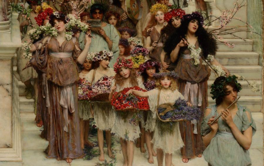 Niñas con coronas de flores en la cabrza y cestas con flores en las manos