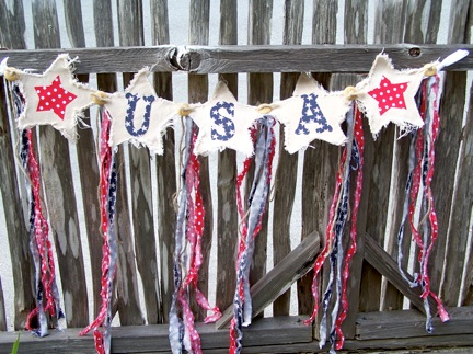 "The red and blue ""ribbons"" are the perfect touch - they look a bit like fireworks, dont they?"