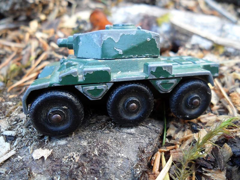 Four Bees: Saladin Armored Car 6x6, No  67 Lesney - Matchbox