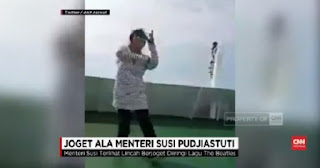 [VIDEO] Menteri Susi Joget di Atas Kapal Diiringi Lagu The Beatles Viral di Medsos
