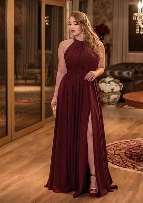 vestido marsala longo com fenda