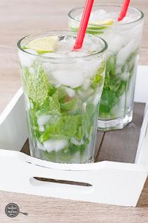 Koolhydraatarme cocktail met munt en limoen