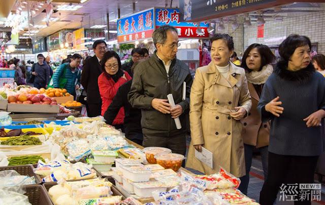 經濟部次長王美花(右三)今日前往臺北市士東市場參訪