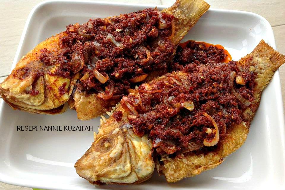 RESEPI NENNIE KHUZAIFAH: Ikan talapia masak sambal