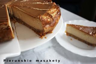 http://pierunskiemaszkety.blogspot.com/2016/03/sernik-w-karmelowej-odsonie.html