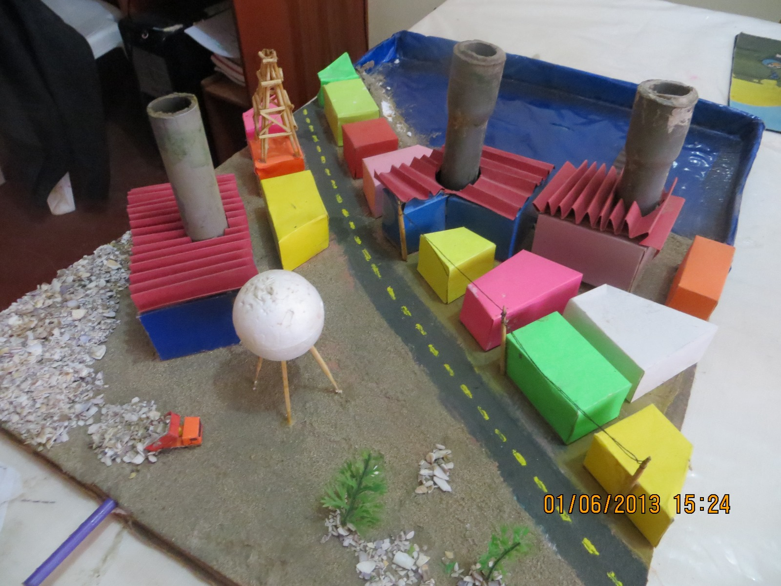 Maquetas creativas maqueta did ctica de la contaminaci n for Materiales que componen el suelo