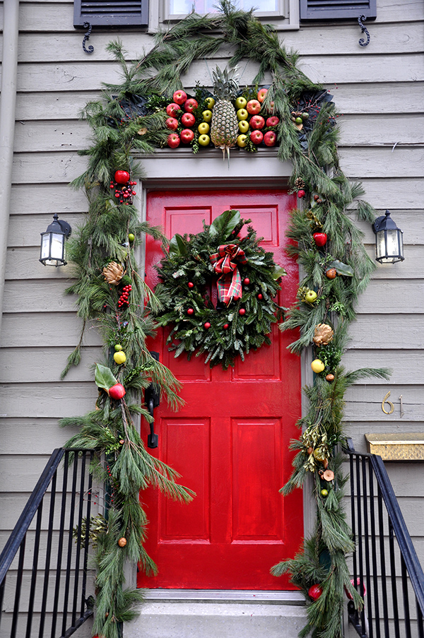 Outdoor Christmas Decorations | Ideas for Outdoor ... on Patio Decorating Ideas With Lights  id=48271