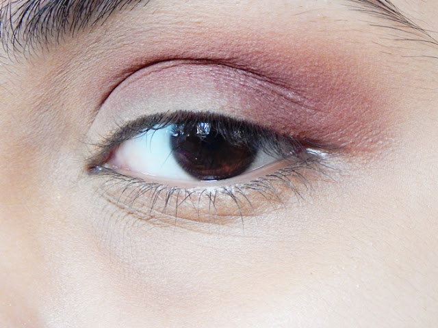 Eyeshadow Crease Blend