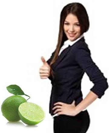 Gambar wanita memiliki tubuh langsing ideal dengan jeruk nipis