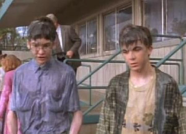 Malcolm in The Middle - Season 3 Episode 21: Cliques