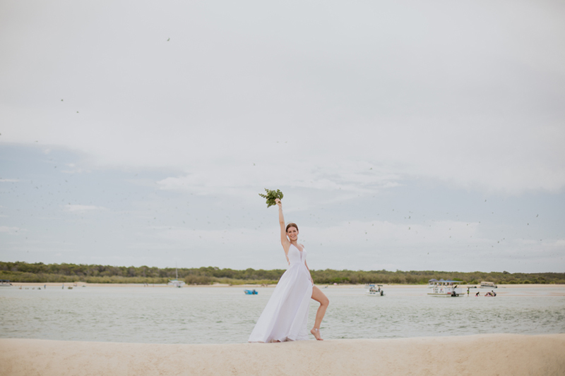 noosa bride holding bouquet