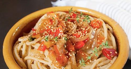 settembre, inizi e... spaghetti con peperoni, sesamo, acciughe e cipolle