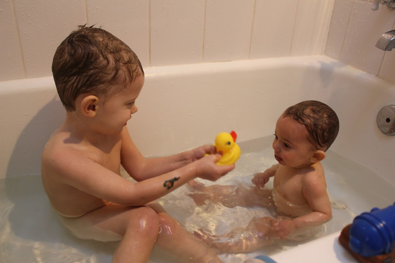 Baby Blog: Brothers in the Bath