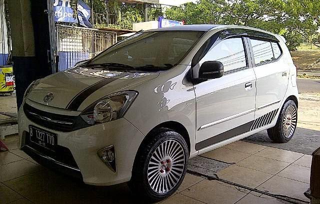 Foto Mobil Toyota Agya velg besar