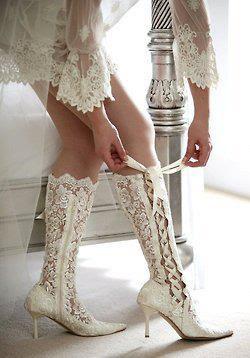 Resultado de imagem para sapatos diferentes para noivas