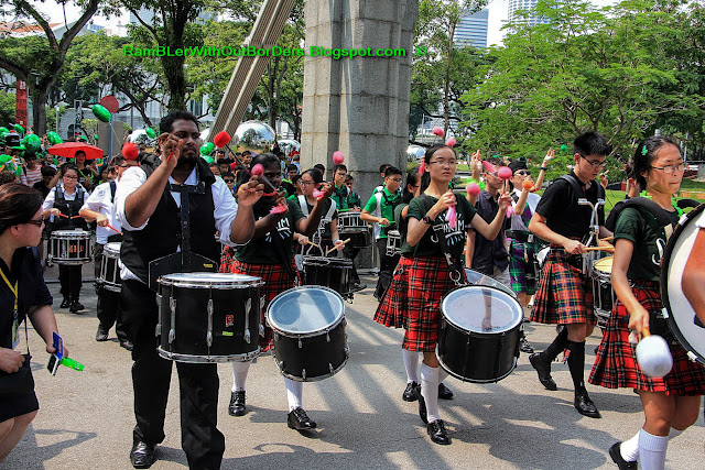 Cavenagh Bridge, Pipe band, St Patrick's Day Street Festival, Singapore