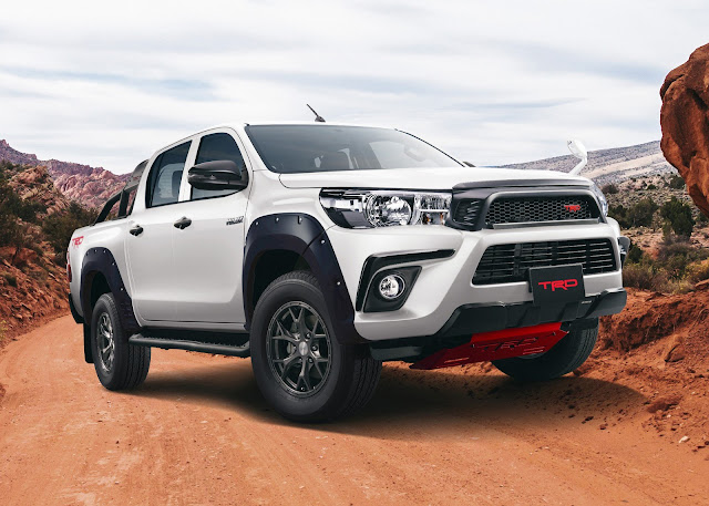 Toyota Hilux Black Rally Edition in Japan. B9e1c382-toyota-hilux-black-rally-12