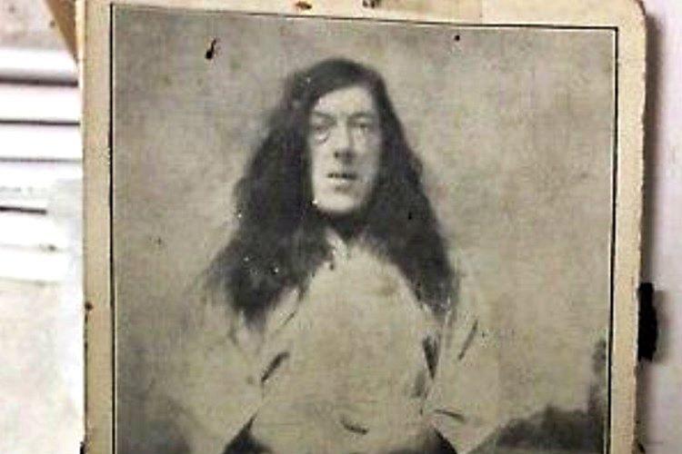 Şovdaki işinin dışında Mary kartlara basılı fotoğraflarından da gelir elde ediyordu.