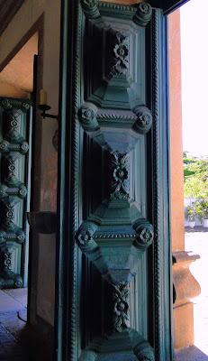 Portas, em madeira maciça, do Mosteiro de São Bento